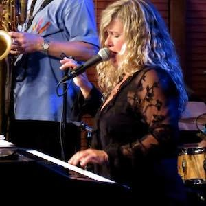 Sharon Bourbonnais ShareInMusic.com www.reverbnation.com/sharonbourbonnais www.facebook.com/TresBourbonnais